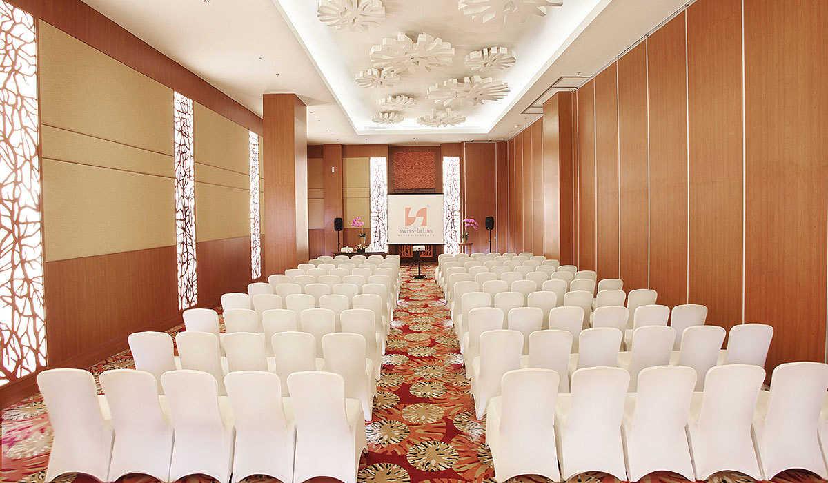 slider_15_2353_hZlTj0FdOR_Meeting-Room-Theater-Style